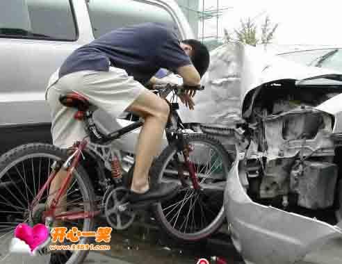 开心图片:牛人车祸